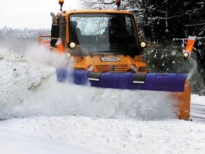Ratgeber: Richtiges Verhalten bei Winterdienst. © spothits/Auto-Medienportal.Net/Daimler