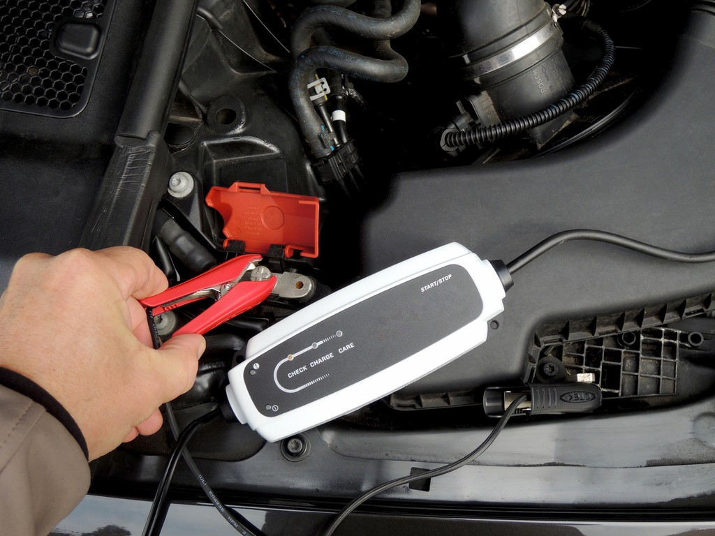 GTÜ testet Batterielader. © spothits/Auto-Medienportal.Net/GTÜ