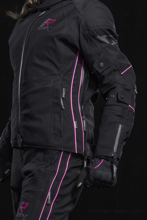 Rukka bietet Damen-Anzug . © spothits/Auto-Medienportal.Net/Rukka