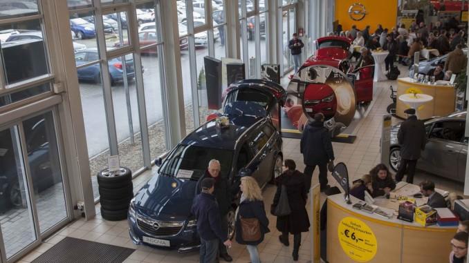 "Tausende Besucher zum ""Angrillen bei Opel"". © spothits/Auto-Medienportal.Net/Opel"