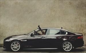 Bryan Adams stellt Jaguar-Bilder aus. © spothits/Auto-Medienportal.Net/Bryan Adams