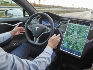 "ADAC testet ""Autopiloten"" des Tesla Model S. © spothits/Auto-Medienportal.Net/ADAC/Uwe Rattay"