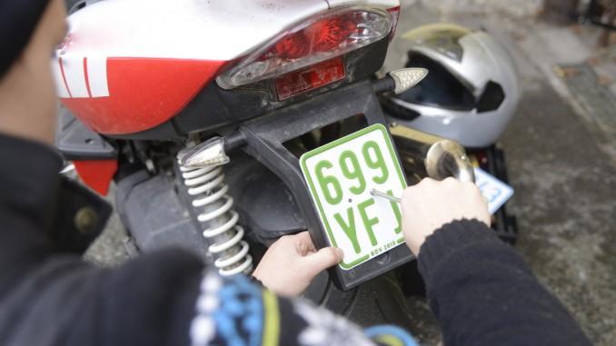 Ab März gelten nur noch grüne Mofa-Kennzeichen. © spothits/Auto-Medienportal.Net/Huk-Coburg