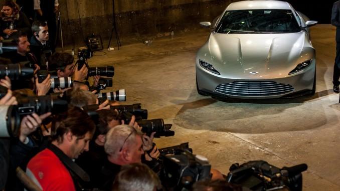 """Moll eröffnet """"Flagship Store"""" mit Bonds Dienstwagen. © spothits/Auto-Medienportal.Net/Aston Martin"""