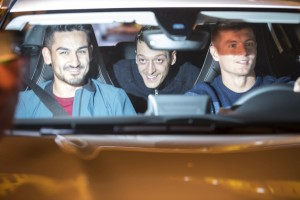 Nationalspieler im Mercedes-Benz unterwegs nach Frankreich. © spothits/Auto-Medienportal.Net/Daimler