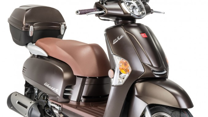 Kymco Like 125 mit Gratis Speeds Windschutz. © spothits/Kymco