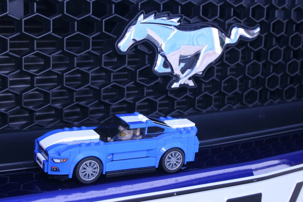 ford mustang von lego spothits. Black Bedroom Furniture Sets. Home Design Ideas