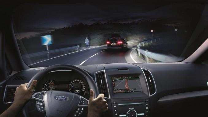 Ford führt blendfreies Fernlicht ein. © spothits/Ford