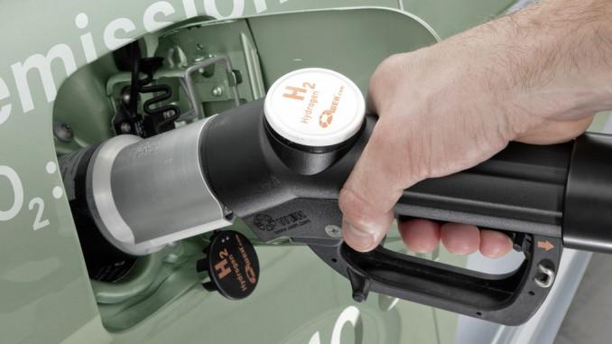 Bund stellt 161 Millionen Euro für Wasserstoff bereit. © spothits/Wasserstoff tanken./Foto: Auto-Medienportal.Net/Daimler