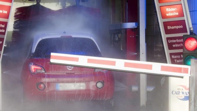 Ratgeber: Frühjahrskur fürs Auto. © spothits/Autowaschanlage. Foto: Kröner/GTÜ