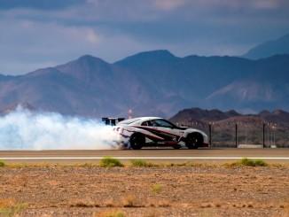 Nissan driftet sich ins Guiness Buch der Rekorde. © spothits/Nissan GT-R Nismo beim Rekord-Drift auf dem Flughafen von Fujairah. Foto: Nissan
