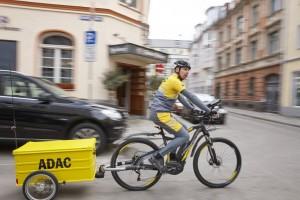 ADAC testet Pannenhilfe per E-Bike. © spothits/ADAC-Pannenhilfe per E-Bike.