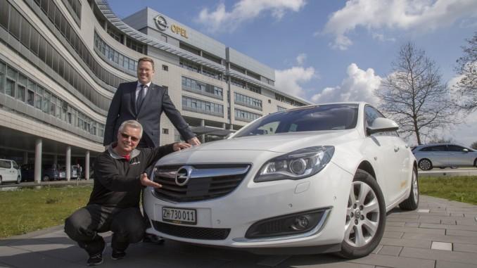 Opel Insignia legt mit einer Tankfüllung 2111 Kilometer zurück. © spothits/Rekord: Felix Egolf legte mit einem Opel Insignia 1.6 CDTi Ecoflex mit einer Tankfüllung 2111 Kilometer zurück/Foto: Opel