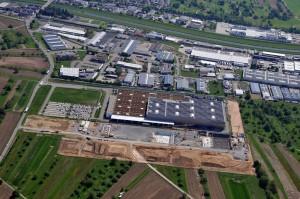 Mercedes-Benz investiert 170 Millionen Euro und schafft 200 neue Arbeitsplätze. © spothits/Im Presswerk Kuppenheim hat Mercedes-Benz eine der weltweit modernsten Karosseriepressen in Betrieb genommen./Foto: Daimler