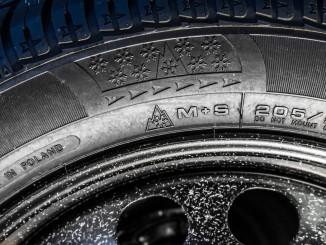 """Winterreifen: M+S soll bald nicht mehr reichen. © spothits/M+S-Reifen mit dem """"Alpine""""-Symbol (Bergpiktogramm mit Schneeflocke)./Foto: ACE/Tschovikov"""