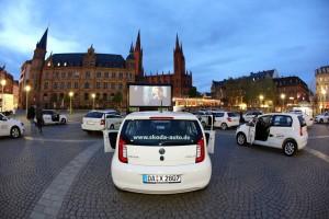 Go-East-Filmfestival: Autokino im Skoda. © spothits/Go-East-Filmgestival: Skoda lädt zum Autokino in die Wiesbandener Innenstadt ein und stellt auch gleich noch die Fahrzeuge für die Zuschauer./Foto: Skoda