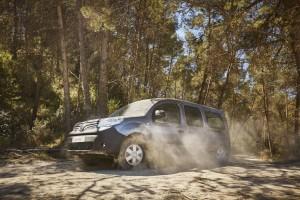 Renault-Nutzfahrzeuge gehen ins Gelände. © spothits/Renault Kangoo Rapid X-Track, Trafic X-Track und Master X-Track (von links)./Foto: Renault