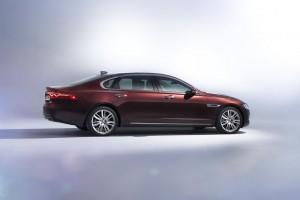 Peking 2016: Auch Jaguar und BMW machen sich lang. © spothits/Jaguar XLF./Foto: Jaguar