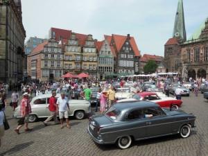 Borgward-Welt-Treffen: Vergangenheit trifft Zukunft. © spothits/Borgward-Treffen auf dem Marktplatz in Bremen./Foto: Borgward