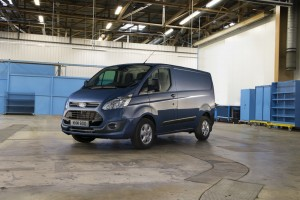 Ford Transit bekommt neuen Motor und mehr Fahrhilfen. © spothits/Ford Transit und Transit Custom (r.) 2,0l Ecoblue./Foto: Ford