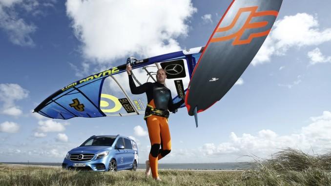 Windsurf-Profi Bernd Flessner fährt Mercedes-Benz V-Klasse. © spothits/Windsurfmeister Bernd Flessner fährt Mercedes-Benz V-Klasse AMG Line./Foto: Daimler