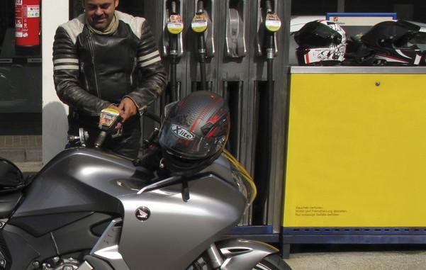 E10-Anteil liegt bei 14 Prozent. © spothits/Die meisten Motorräder und Roller von Honda können mit E10-Kraftstoff betankt werden./Foto: Auto-Medienportal.Net/Honda