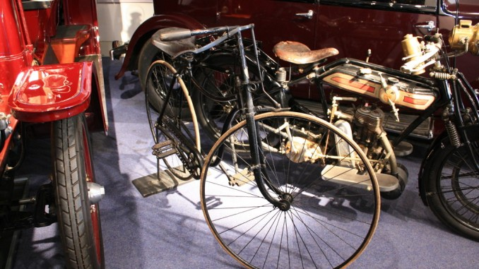 Auto und Fahrrad: Vom Drahtesel der Gründerzeit zum modernen Imageträger. © spothits/L & K Slavia (1899)./Foto: Skoda