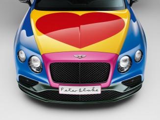 Pop-Art-Bentley mit großem Herzen. © spothits/Sir Peter Blake und sein Bentley Continental V8 Convertible./Foto: Bentley