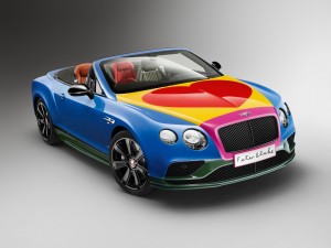 Pop-Art-Bentley mit großem Herzen. © spothits/Sir Peter Blake und sein Bentley Continental V8 Convertible./Foto: Bentley