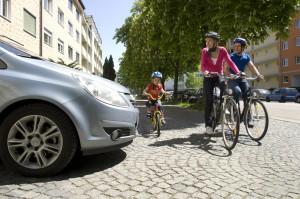 Kinder nicht zu früh mit dem Fahrrad zur Schule schicken. © spothits/Kinder mit dem Fahrrad unterwegs./Foto: ADAC