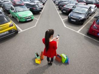 My Opel: Zieleingabe per App. © spothits/Nutzer der My-Opel-App können nicht nur den gewünschten Zielort vom Smartphone ans Fahrzeug-Navi senden, sondern mit der Standort-Suchfunktion auch ihr geparktes Auto leichter wiederfinden./Foto: Opel