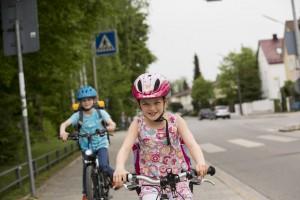 ADAC: Nie ohne Helm aufs Fahrrad. © spothits/Der ADAC rät, beim Radfahren immer einen Helm zu tragen – das gilt natürlich auch für Erwachsene./Foto: ADAC