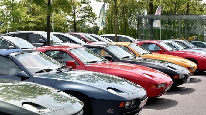 35 Porsche 928 in der Autostadt. © Der Porsche-Club 928 besuchte die Autostadt in Wolfsburg./Foto: Autostadt/Lars Landmann