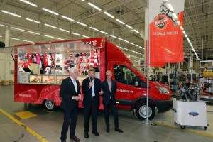 Ford stiftet dem 1. FC Köln ein neues Fanmobil. © spothits/Ford