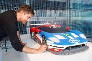Legostein für Legostein entsteht ein Ford GT. © spothits/Axel F. Busse