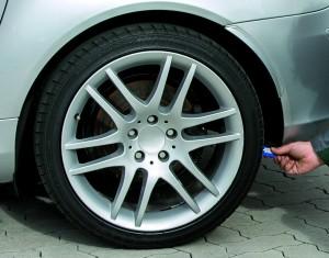 Ratgeber: Bei der Urlaubsfahrt die Reifen nicht vergessen. © spothits/Dekra