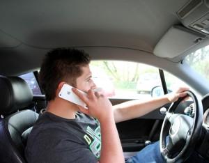 Vorsicht vor Ablenkung am Steuer. © spothits/Auto-Medienportal.Net/VFBV