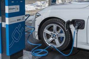 BMW 330e: Spagat zwischen Umwelt und Leistung. © spothits/Peter Schwerdtmann