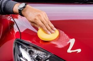 Das hilft gegen Insektenreste und Vogelkot auf dem Auto. © spothits/AvD