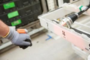 Skoda setzt elektronischen Handschuh ein. © spothits/Skoda