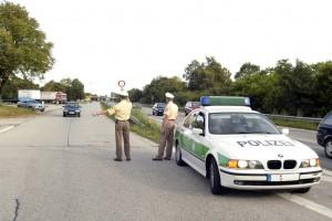 Richtiges Verhalten bei der Polizeikontrolle. © spothits/ADAC