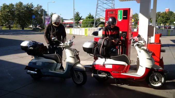 Mit zwei Peugeot Django von Paris nach Ho-Chi-Minh-Stadt © spothits/Peugeot