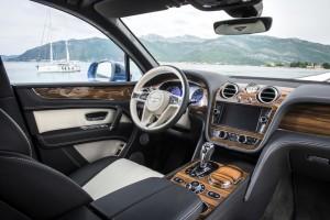 Fahrt mit dem Erprobungsfahrzeug: Der Bentley Bentayga dieselt ab 2017 © spothits/Bentley