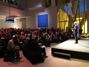 Paris 2016: VW-Chef Müller baut sein neues Volkswagen. © spothits/Peter Schwerdtmann