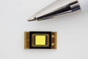 Intelligente Pixelscheinwerfer erhellen die Straße. © spothits/Daimler