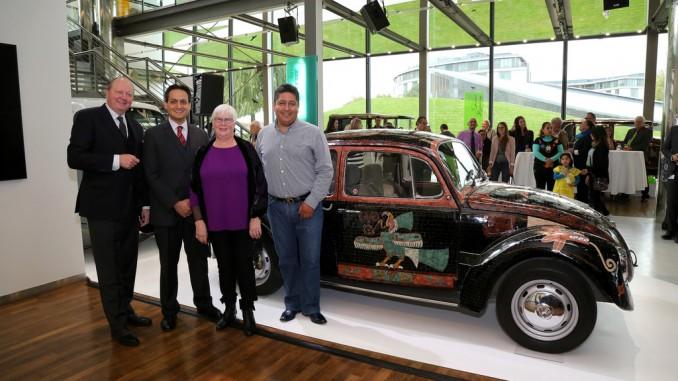 VW Käfer als Kunstwerk für einen guten Zweck. © spothits/Autostadt, Leitzke