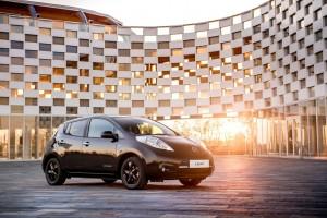 Nissan Leaf trägt Schwarz. © spothits/Nissan Leaf Black Edition.