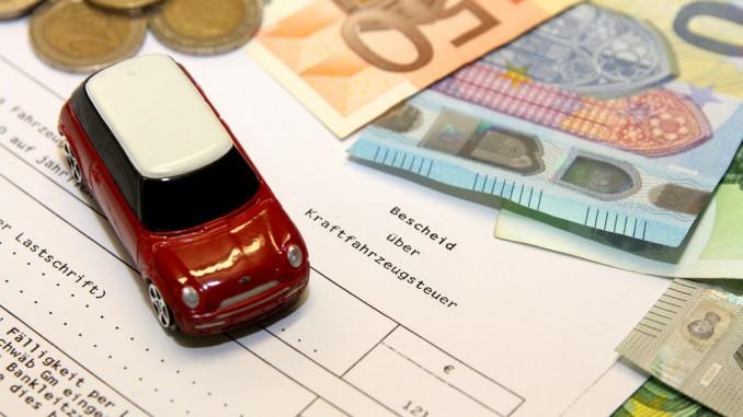 Steuerpflicht bleibt bis zur Ummeldung beim Verkäufer. © spothits/ACE