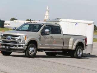 Magna und Ford entwickeln Anhänger-Rückwärtsfahrhilfe. © spothits/Magna