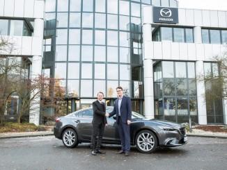 Leverkusens Oberbürgermeister bekennt sich zu Mazda. © spothits/Mazda